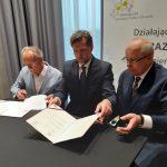 Podpisanie Porozumienia z Akademią Kaliską; od lewej K. Nosal, K. Kinastowski i A. Wojtyła.