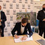 4 150x150 - Umowa narozbudowę DW 450 podpisana!
